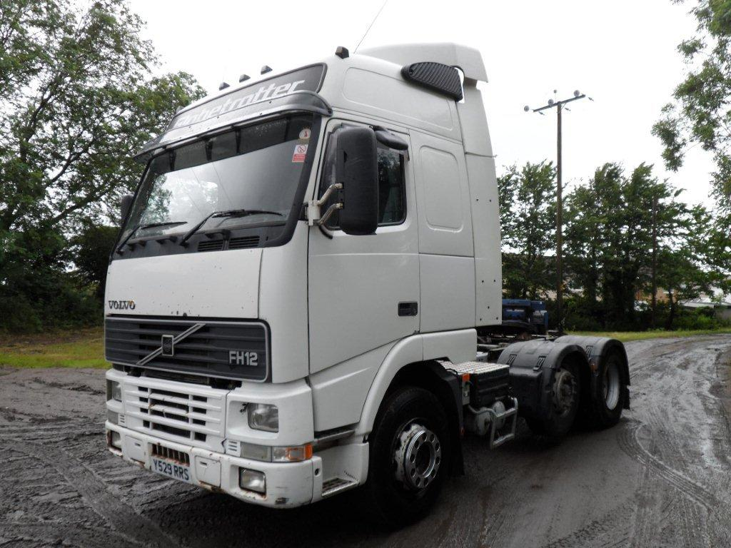 2001 volvo fh12/420 globetrotter 6x2 centre lift axle tractor unit truck. for sale in Llanelli ...